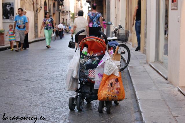 Zwiedzanie z dziećmi ma też swoje plusy... niczego się nie dźwiga.
