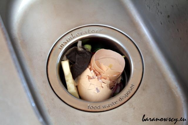 Do młynka możemy włożyć prawie wszystkie odpadki organiczne.