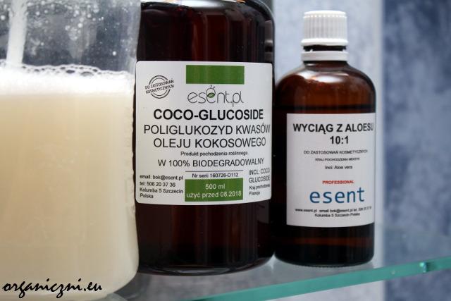 Mydło w płynie na bazie coco-glucoside oraz dwa jego składniki: poliglukozyd kwasów oleju kokosowego i wyciąg z aloesu