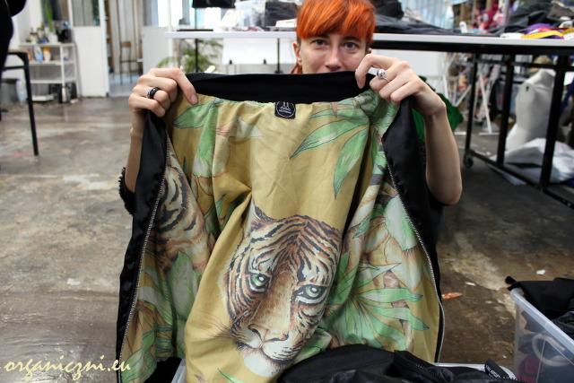 Wear.coop - Ania Zawadzka i kurtka z tygrysim wnętrzem