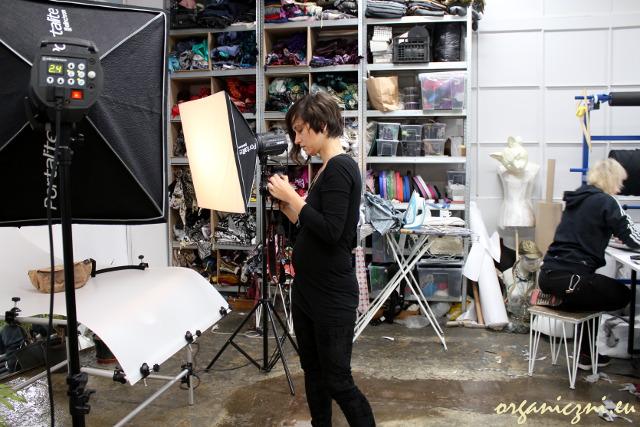 Wear.coop - Emilia Oksentowicz zajmuje się m.in. robieniem zdjęć do sklepu internetowego