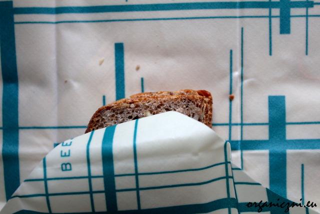 Pakowanie kanapki do Bee's Wrapa