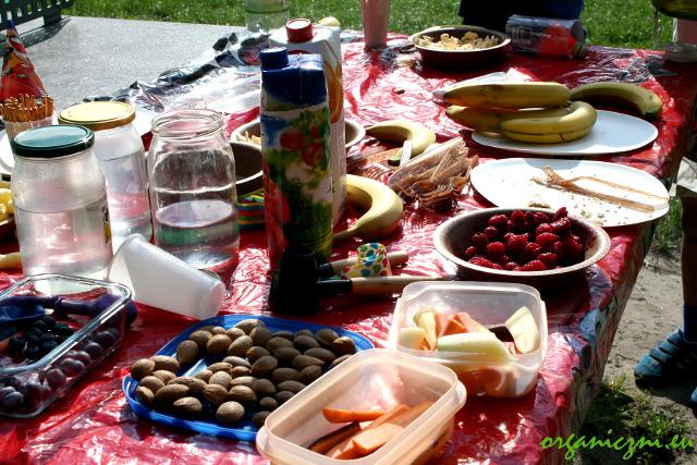 Piknik urodzinowy - gdyby nie kubeczki, byłoby niemal idealnie...