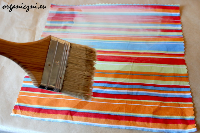 Malowanie materiału woskiem
