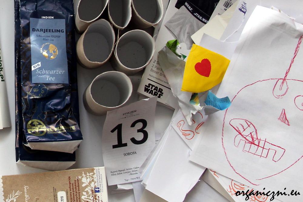 5xO. Makulatura: rolki po papierze toaletowym, kartki z lewackiego kalendarza, opakowanie po herbacie FT, rysunki dzieci...