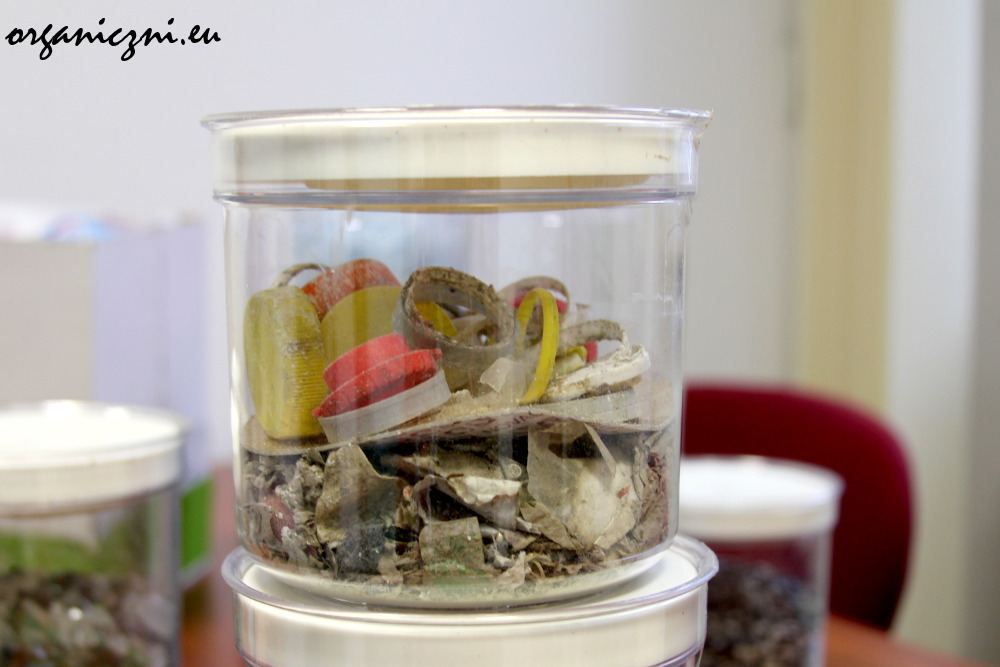 Co zostaje po oczyszczeniu stłuczki szklanej?