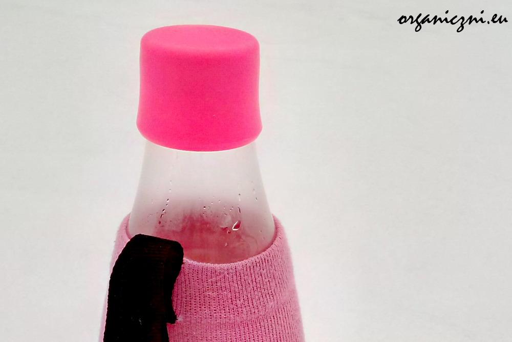 Butelka Retap na śniegu i mrozie