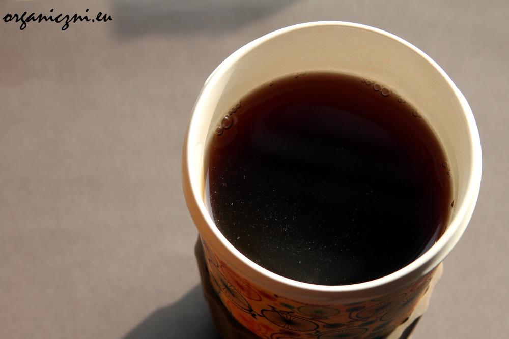 W kubku WoodWay pijam herbatę.