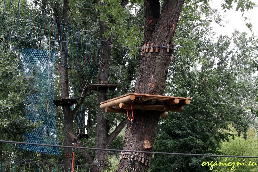 Park linowy Warszawa, mocowanie przeszkód