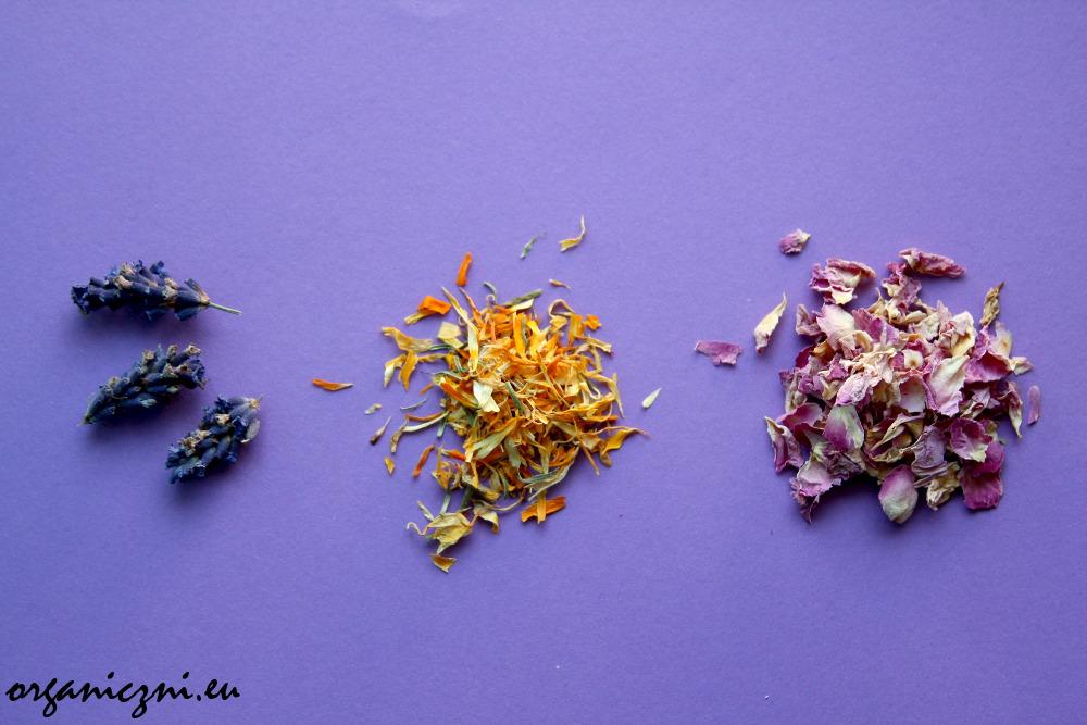 Dodatki do mydła: płatki kwiatów