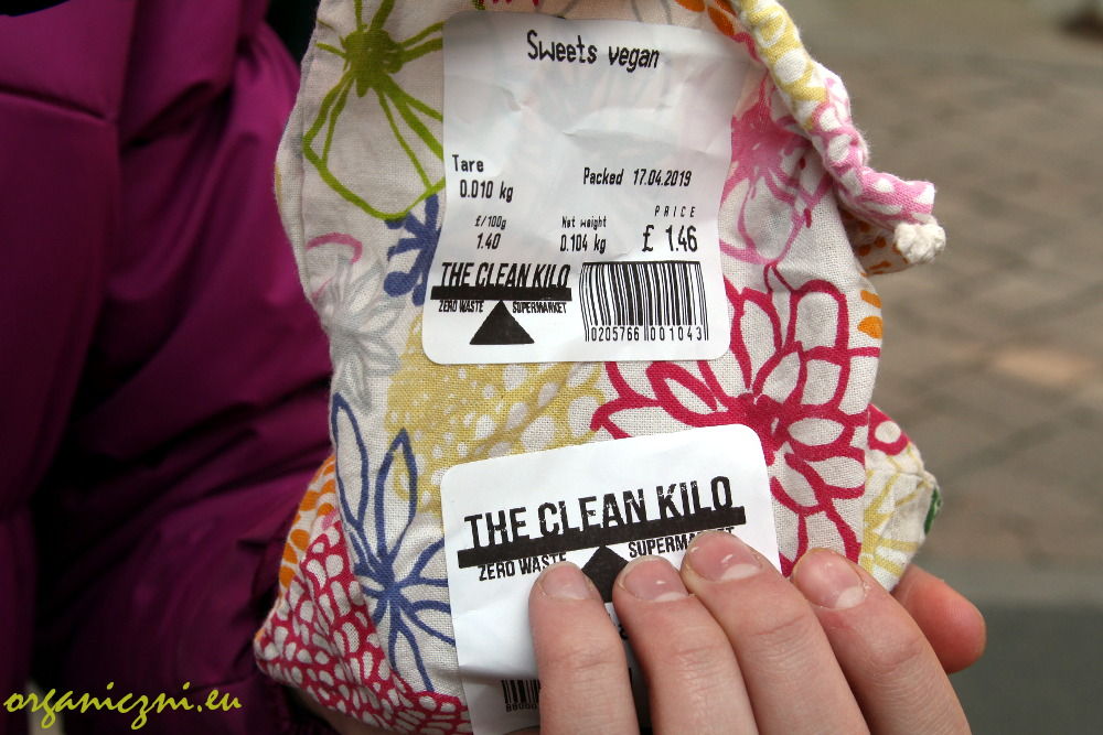 The Clean Kilo: 2 naklejki, waga opakowania i waga zawartości | 2 stickers, weight of the packaging and weight of the product