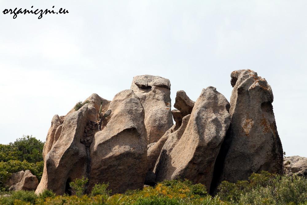 Niezwykłe skały Santo Stefano