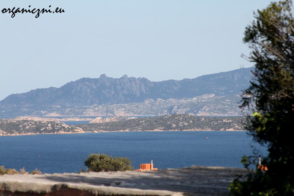 Widok z La Maddaleny na Santo Stefano i Sardynię