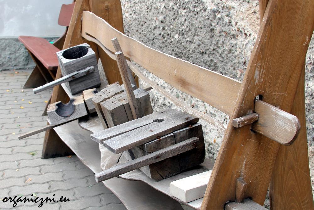 Huta Julia. Formy do formowania kształtów naczyń, wykonane z drewna bukowego