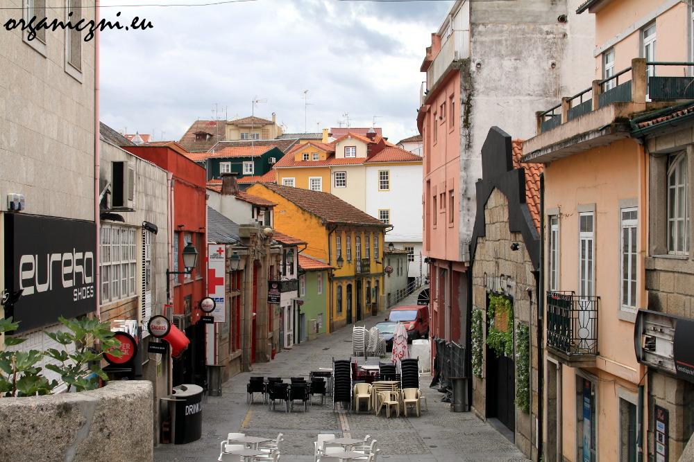 Malownicza uliczka w Chaves