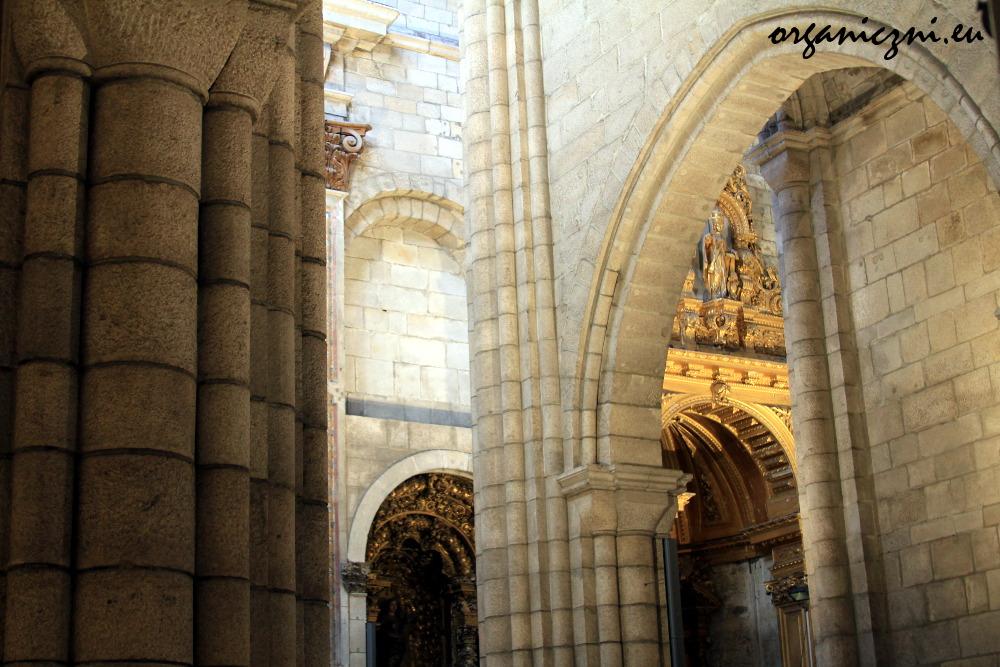 Wnętrze katedry Sé w Porto