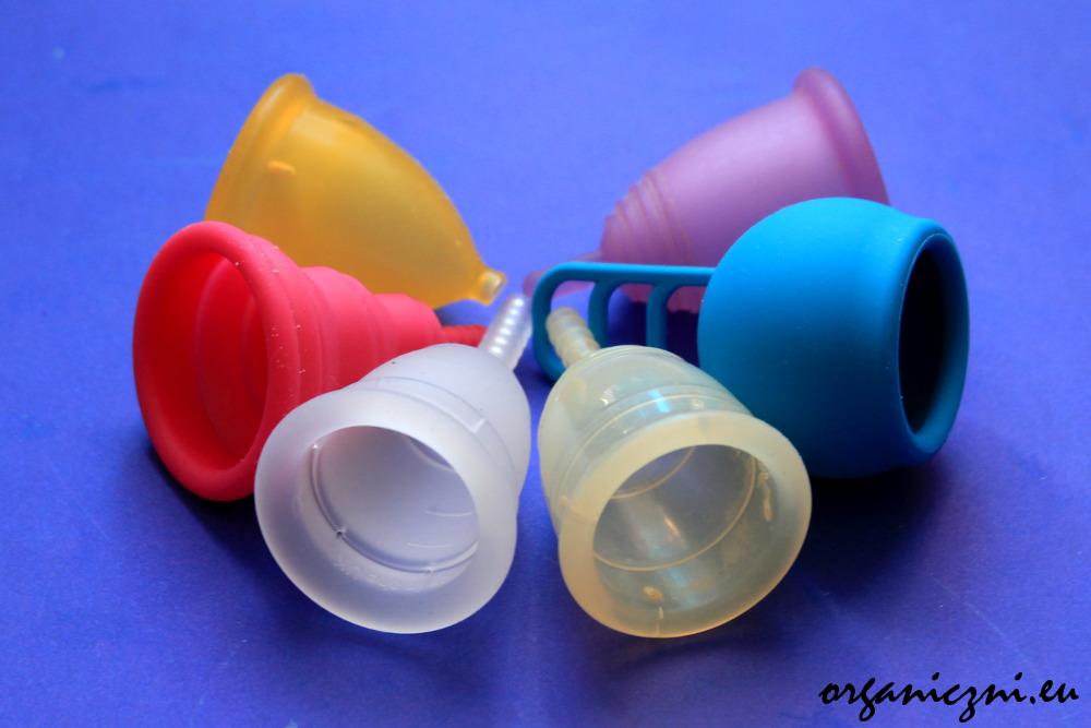 Kubeczki menstruacyjne: LadyCup (żółty), Intimina (różowy), Mooncup, Yuuki, Merula (niebieski), MeLuna (fioletowy)