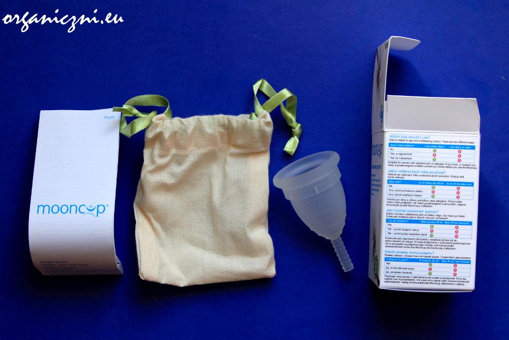 Kubeczek menstruacyjny Mooncup kupujemy w zestawie z bawełnianym woreczkiem
