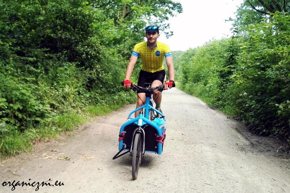Tomek, nasz gospodarz, na Tramwaju, czyli rowerze cargo Freeinches