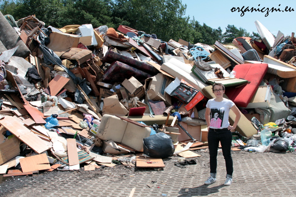 To tylko fragment góry odpadów gabarytowych