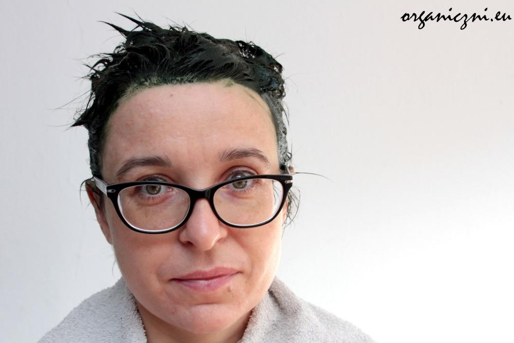 Zielona papka na głowie, czyli jak naturalnie farbować włosy
