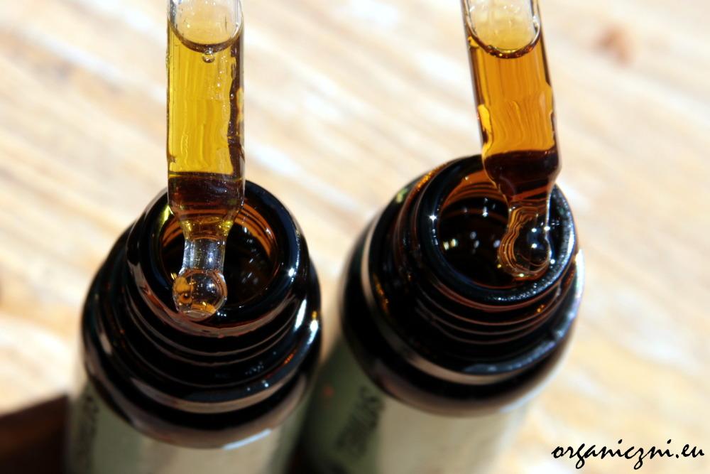 Olej konopny może mieć mniej lub bardziej intensywny smak i kolor. Po lewej stężenie 10%, po prawej stężenie 30%